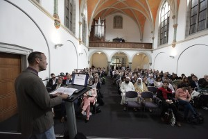 Thomas Krüger, Präsident der Bundeszentrale für politische Bildung/bpb, spricht zur Eröffnung der Salafismus-Tagung im Collegium Leoninum in Bonn 2014. (© bpb, Tobias Vollmer)